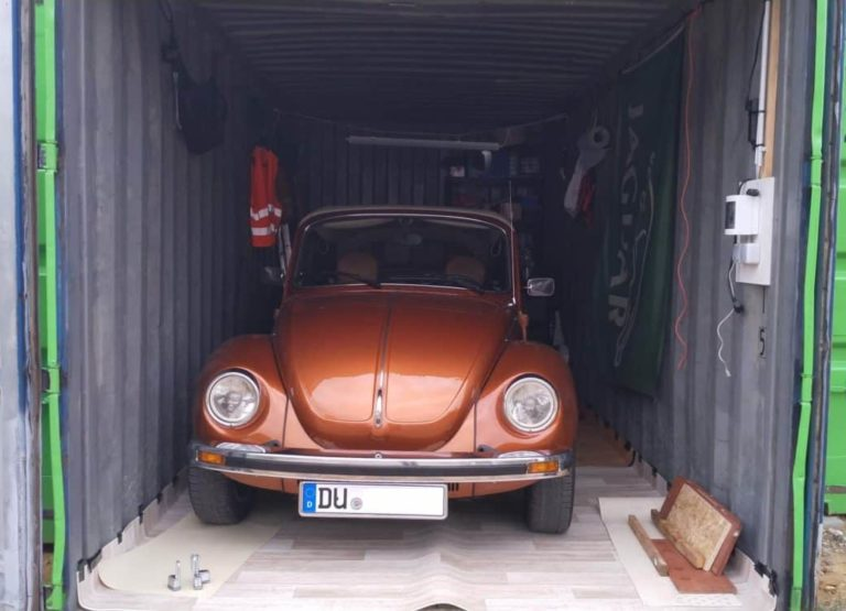 Auto im Lagercontainer von Store-Anything